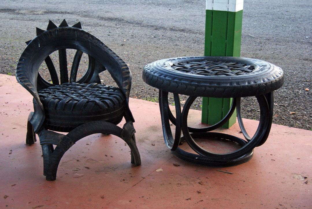 Muebles de 1080 723 neum ticos for Muebles reciclados