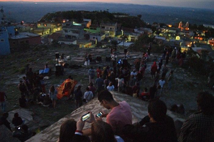 fiesta-sobre-el-cerro-02