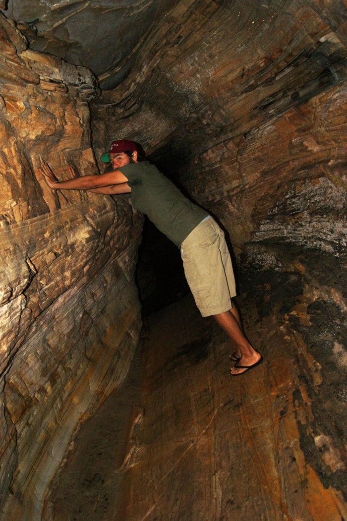 lucas-colombian-en-gruta