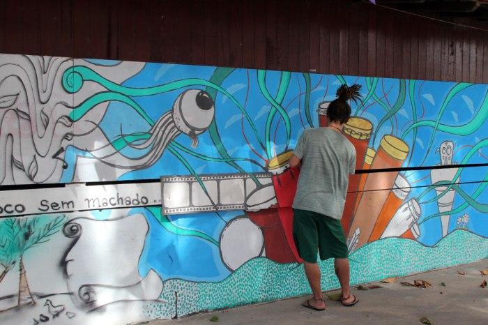lucas-pintando-mural
