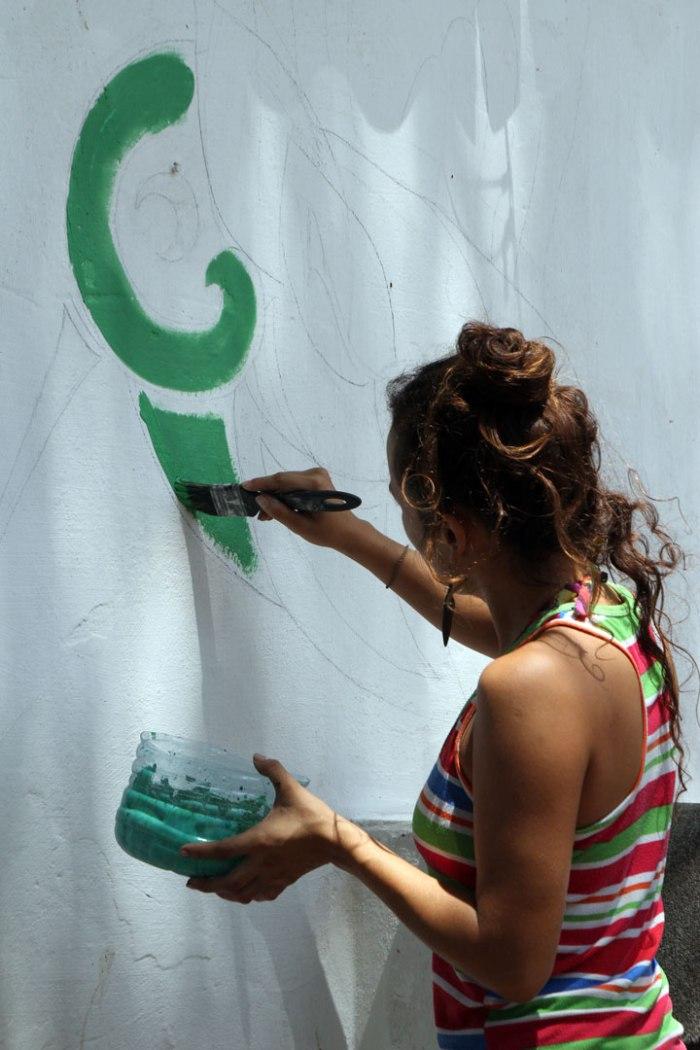 raz-pintando-su-mural